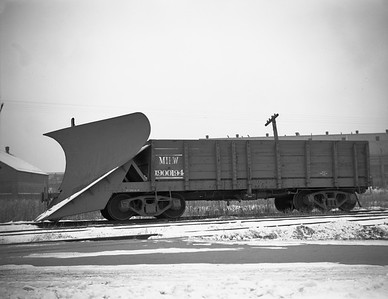 2009.026.17.8607--ritzman 4x5 negative--CMStP&P--snow plow X-900194--Aurora IL--1945 1223. East of depot.