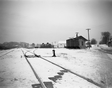 2009.026.15.8725--ritzman 4x5 negative--CMStP&P--depot--Aurora IL--1945 1223. Looking west to CB&Q. Depot built 1906 16' x 44'.