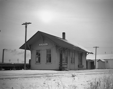2009.026.15.8724--ritzman 4x5 negative--CMStP&P--depot--Aurora IL--1945 1223. Looking southwest to CB&Q. Depot built 1906 16' x 44'.