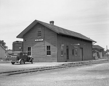 2009.026.15.8717--ritzman 4x5 negative--CMStP&P--depot--Albany WI--1942 0621. Looking northwest.
