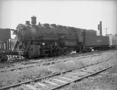 2009.026.01.10769--ritzman 4x5 negative--C&NW--steam locomotive 0-8-0 M-4 2641 (dead)--DeKalb IL--1950 0708