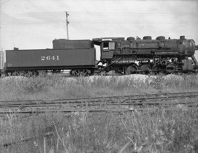 2009.026.01.10768--ritzman 4x5 negative--C&NW--steam locomotive 0-8-0 M-4 2641 (dead)--DeKalb IL--1950 0708