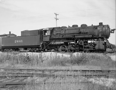 2009.026.01.10767--ritzman 4x5 negative--C&NW--steam locomotive 0-8-0 M-4 2641 (dead)--DeKalb IL--1950 0708