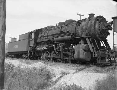 2009.026.01.10766--ritzman 4x5 negative--C&NW--steam locomotive 0-8-0 M-4 2641 (dead)--DeKalb IL--1950 0708