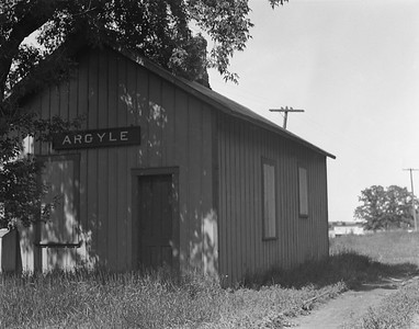 2009.026.15.11825--ritzman 4x5 negative--C&NW--depot--Argyle IL--1936 0612. Looking east, KD Line. Main track on north side of depot.