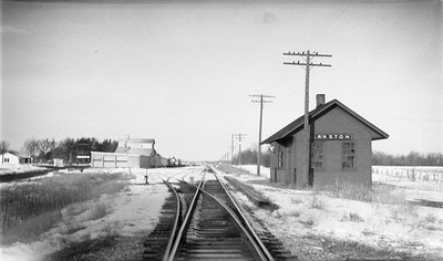 2009.026.15.11821--ritzman 116 negative--C&NW--depot--Anston WI--1954 0212. Looking north.