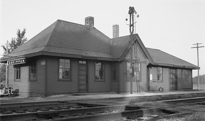 2009.026.15.11828--ritzman 116 negative--C&NW--depot--Ashippun WI--1948 0904. Looking southwest, 7:30am.