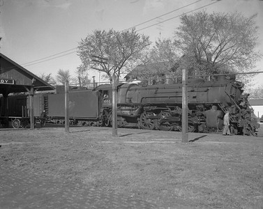 2009.026.03.12574--ritzman 4x5 negative--CStPM&O--steam locomotive 4-6-2 E-3 601 on passenger train at depot--Elroy WI--1955 1008