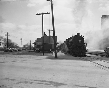 2009.026.01.14318--ritzman 4x5 negative--ICRR--steam locomotive 4-6-2 1178 at depot--Freeport IL--1950 0414