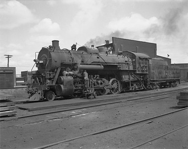 2009.026.01.14319--ritzman 4x5 negative--ICRR--steam locomotive 2-8-2 1274--Freeport IL--1950 0414