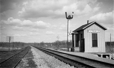 2009.026.15.14306--ritzman 116 negative--GM&O--depot--Ritchie IL--1952 0315. Looking north.