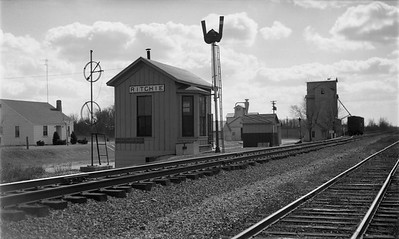 2009.026.15.14305--ritzman 116 negative--GM&O--depot--Ritchie IL--1952 0315. Looking south.