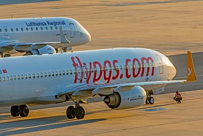 Pegasus Boeing 737-86N TC-CPU 10-21-18