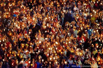 LOURDES. Reportage réalisé pendant le Pèlerinage National du 13 au 19 août 2019. Sanctuaire Notre-Dame de Lourdes. La procession aux flambeaux
