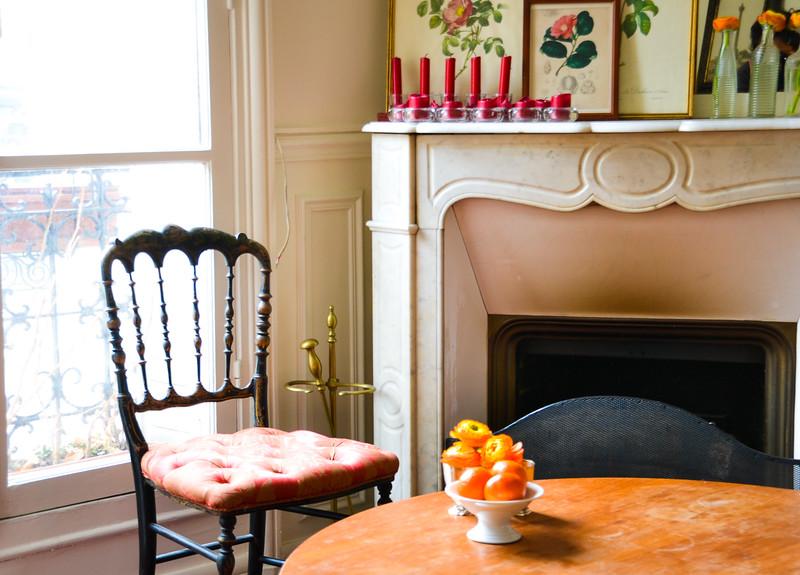 Mantel<br /> Iris' Apartment<br /> Paris