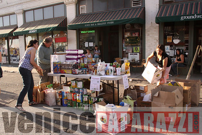 1 18 09  Fill the Food Bank   Feed the Beach   Venice For Change   Alex  Rose   Bill Rosendahl  Fruit Gallery  Phtoos by Venice Paparazzi (18)