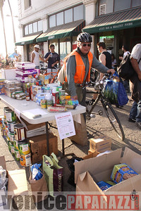 1 18 09  Fill the Food Bank   Feed the Beach   Venice For Change   Alex  Rose   Bill Rosendahl  Fruit Gallery  Phtoos by Venice Paparazzi (15)