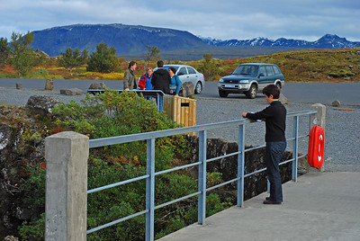 Þórdís málar túlkun á Fjallamjólkinni. Í bakgrunni eru Ingvar, Berglind, Egill og Fjóla að undirbúa sína túlkun.