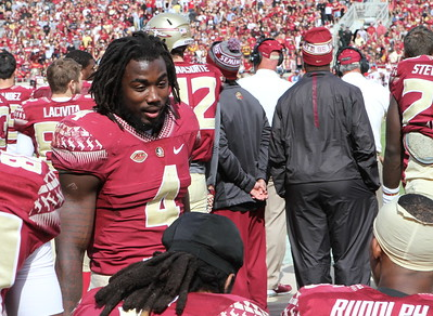 Dalvin Cook discusses strategy with teammates