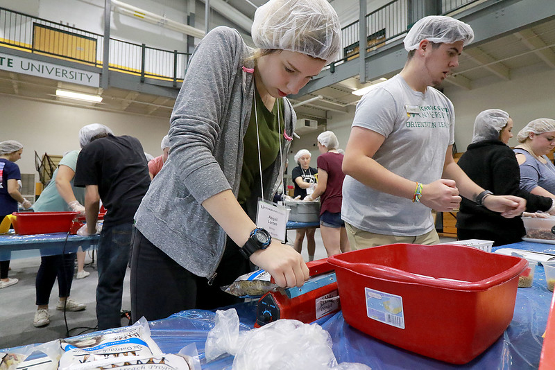"The incoming freshmen class at Fitchburg State University helped package up tjhe stuff to make minestrone soup in the gym at the university's Recreation Center on Tuesday morning. This project is sponsored by the United Way of North Central MA. and the University and is part of the students orientation. All of the ingredients for the soups is brought by ""The Outreach Program."" The ingredients for the soup is pasta, pinto beans, soy beans, dehydrated vegetables and red sauce. Freshman Abigail Lorden seals so they can be shipped during the event. SENTINEL & ENTERPRISE/JOHN LOVE"