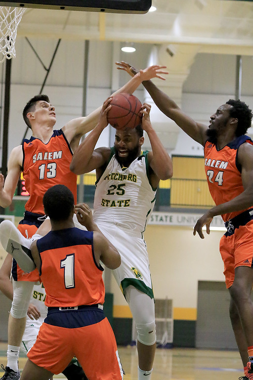 . Fitchburg State University men\'s basketball played Salem State University on Tuesdsay night, January 9, 2019 at FSU\'s Recreation Center. SENTINEL & ENTERPRISE/JOHN LOVE