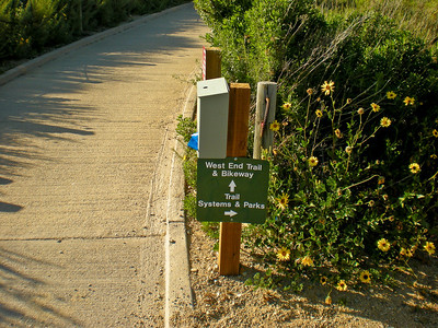 Entrance to the trail from the parking lot at the end of La Rotonda Dr.