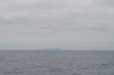 First glimpse of Santa Barbara Island and Sutil Island (small one to the right)