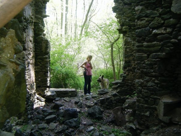 "Callie: ""Ruined colonial cottage we found"".<br /> <br /> From Callie's FB album, """"Philly/NJ"" (May 17, 09')"