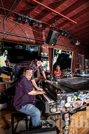 Face of Live Entertainment - Savannah Smiles Dueling Piano Saloon