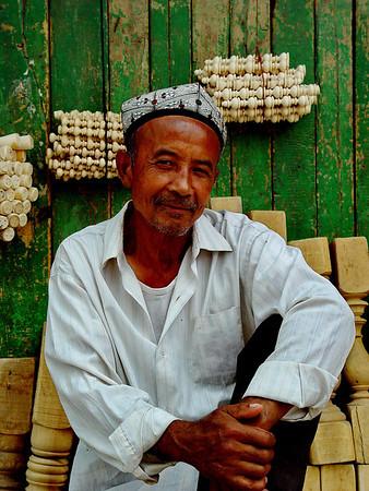 Wood turner Kashgar DSC01695