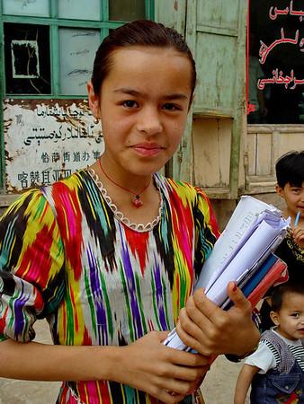 Kashgar schoolgirl DSC01671