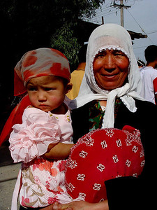 Grandmother and baby at Kashgar Bazaar DSC01886