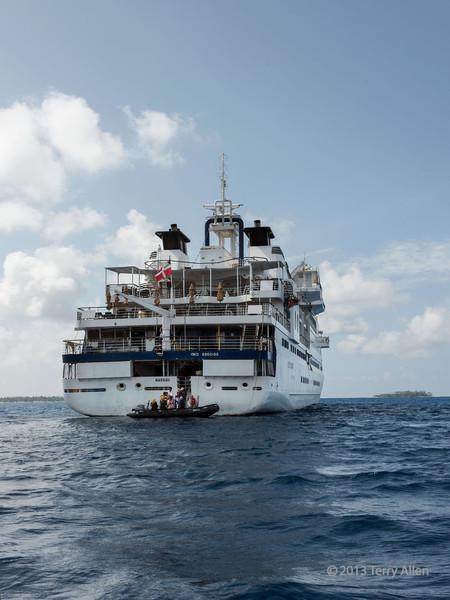 Snorkelers return to Clipper Odyssey, Bodaluna Island, Laughlan Islands, Trobriand Islands