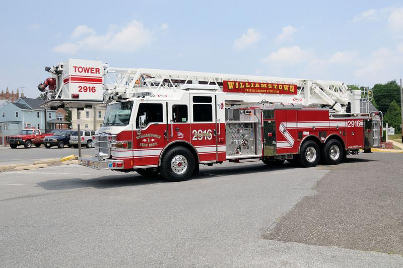2916<br /> 2008 Pierce 100 foot Tower<br /> Ladder 300 Gallons 2000 GPM Pump