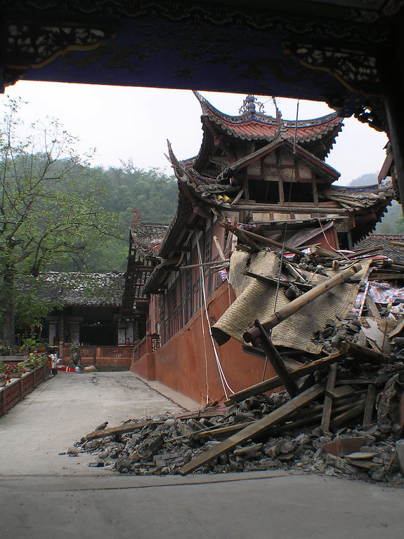 A Taoist temple in Shifang was severely damaged. Many statutes of gods in the courtyard were knocked down on ground.