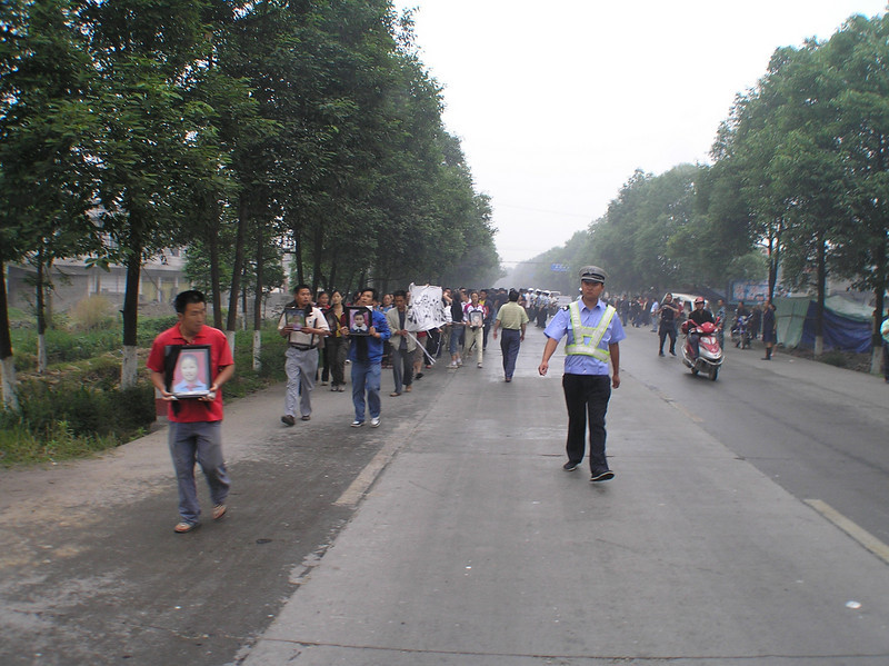 Upset by the insensitive officials who did not admit any wrongdoings in the school constructions, the parents at the Fuxin Second PS marched on the provincial capital (70 miles away) to demand justice for their children.