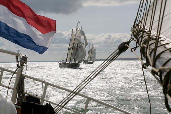 13.09.2008, Kiel, Traditionssegler waehrend des -Tiessen Race-, der Regatta-Kurs fuehrt von Kiel nach Kappeln. In der Bildmitte der Dreimaster -Hendrika Bartelds-.