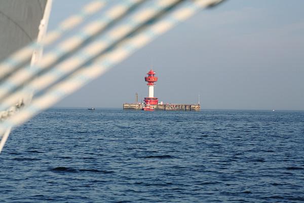 02.10.2011, Kiel, ein Segeltoern in der Kieler Bucht. Der Leuchtturm Kiel steht vor der Kueste in der zentralen Kieler Bucht vor Kiel als Leit- und Orientierungsfeuer und beherbergt neben zahlreichen Messeinrichtungen auch eine Lotsenstation.