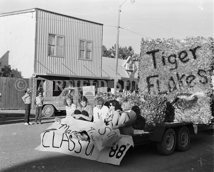 1975 10 09 FFT41 Homecoming Royalty and Parade (12)