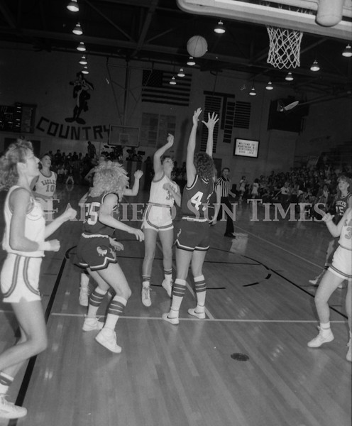 1985 11 20 FFT#47 Girls Northern B Tourney in Shelby, Fairfield vs Simms, Cut Bank_0003