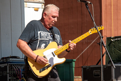 Mark Easton playing with the King Pins at the Lebanon Fair