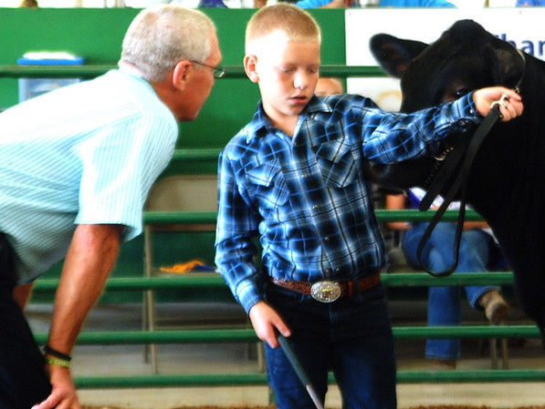 Debbie Blank | The Herald-Tribune<br /> Judge Greg Johnson (left) asks Clayton Hunter a question during the Angus heifer competition.