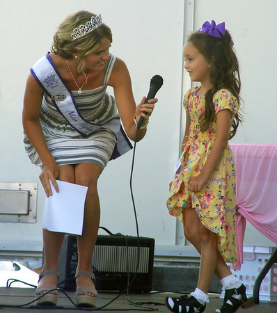 Will Fehlinger | The Herald-Tribune<br /> Miss Ripley County Heidi Speer poses a question to Lil' Miss Ripley County Princess contestant Mersaydise Wullenweber during the pageant July 24. Wullenweber attends South Ripley Elementary.