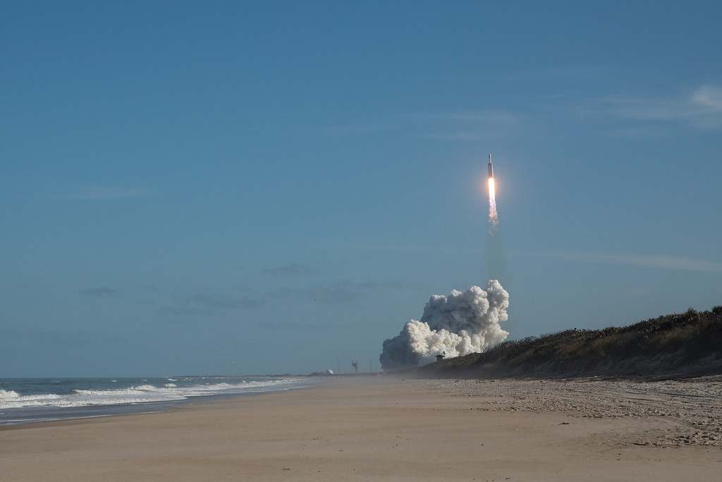 IMAGE: https://photos.smugmug.com/Falcon-Heavy-Launch/i-7SRZrJd/0/68c9f115/XL/SpaceX%2002062018-3029-3-XL.jpg