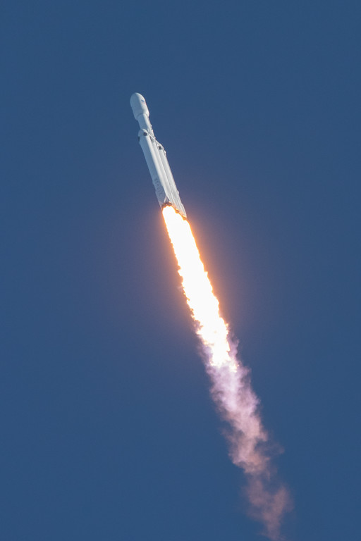 IMAGE: https://photos.smugmug.com/Falcon-Heavy-Launch/i-bnHWJ8r/0/ba37ea5c/XL/SpaceX%2002062018-7853-XL.jpg