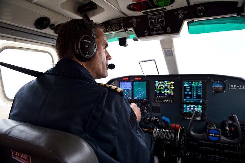 Andrew, pilote de la compagnie FIGAS, aux commandes de son Britten-Norman Islander/ Iles Falkland (Iles Malouines)