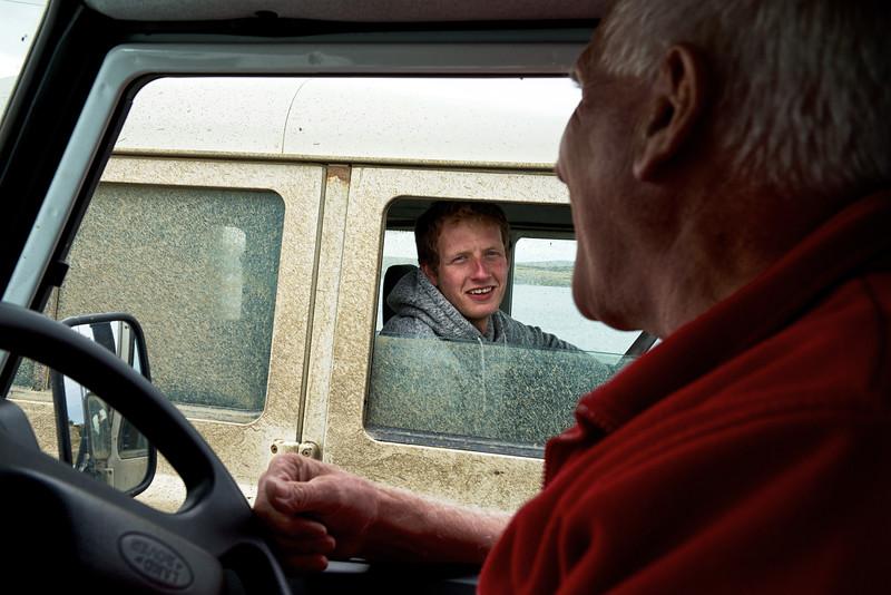 Rencontre entre Ken Aldridge et Henry Cornthwaite à Port Louis (Port Louis est le premier lieu d'occupation de l'archipel fondé par Bougainville en 1764)/East Falkland/ Iles Falkland (Iles Malouines)