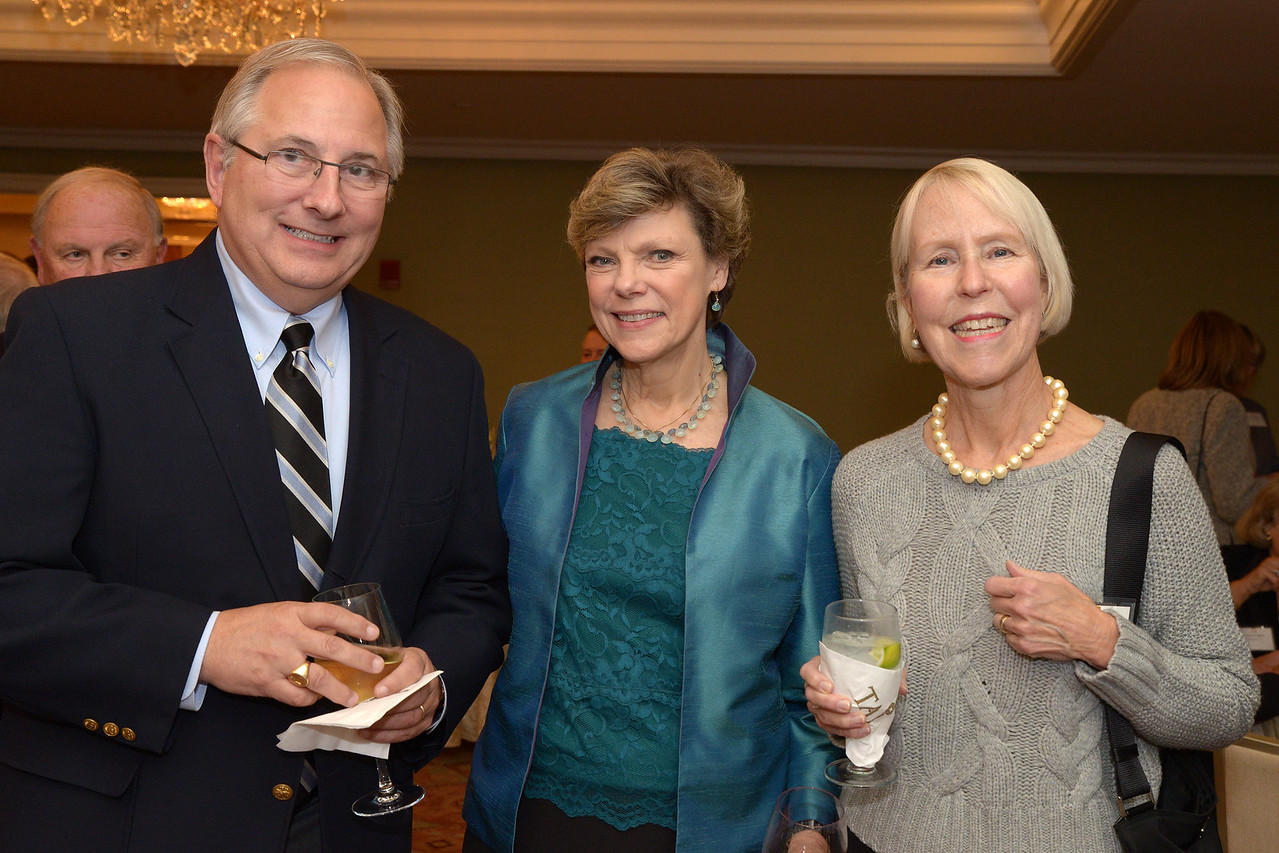 NEHGS Trustee Toby Webb and guest with Cokie Roberts