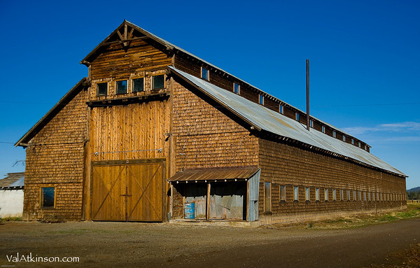 Harry Horr barn. They made windows and door frames in it.<br /> Felix Eastman says Frank Lawrence and friends built it.