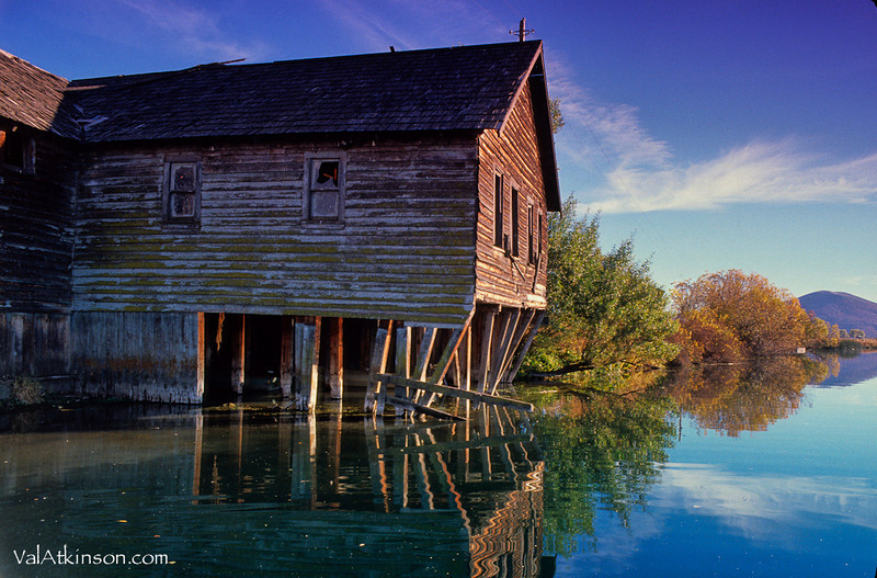 I think harry Horr must have built this boathouse. I heard they had big dances that lasted into the night. What times!